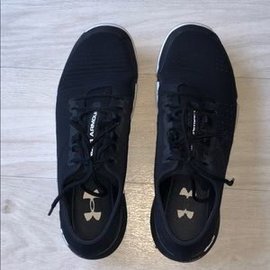 Under Armour men's black running shoes